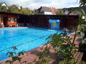 Solar-heated outdoor pool Matzenbach